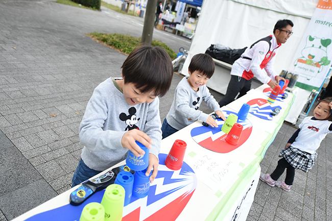 子供とそのファミリーに向けたスポーツ・アウトドアフェスティバル『第10回アクティブキッズフェスタ』が2019年4月13日(土)・14日(日)、東京有明(東京ビッグサイト前のイーストプロムナード 石と光の広場)で開催!ストライダーなどランニングバイク大会をはじめ、走り方教室、逆バンジーなど、たくさんのアトラクションも楽しめます!BMXフリースタイルのショーも!