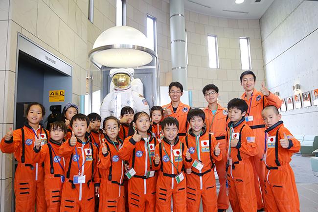 """伊勢丹新宿店では2019年4月30日(火・祝)~5月6日(月・振)まで、21世紀を生きる子供たちに必要な力 """"STEAM"""" を楽しく磨く「未来のおもちゃ箱 STEAM FESTIVAL」を開催!宇宙飛行士訓練体験やプログラミング体験など、ゴールデンウィーク(GW)に親子で新たなことへチャレンジできるワークショップです。"""