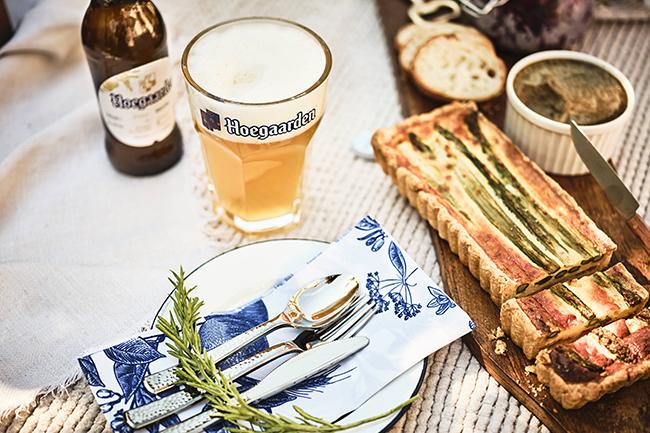 """世界を魅了する白ビールのベルギーホワイト「ヒューガルデン」は、""""Hoegaarden URBAN PICNIC"""" をテーマに、都会でも味わうことのできるワンランク上のピクニックを存分に楽しめるイベント「Hoegaarden THE GAARDEN(ヒューガルデン ザ ガーデン)」を、2019年6⽉1⽇(⼟)・2⽇(⽇)の2⽇間限定で、SHARE GREEN MINAMI AOYAMAで開催!"""