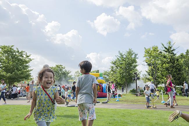 品川シーズンテラスでは、2019年7月27日(土)~28日(日)の2日間にわたり、都心に広がる緑地で子供たちが大好きなアスレチックやウォーターコンテンツが楽しめる親子向け無料イベント「品川アドベンチャーテラス2019」を開催!