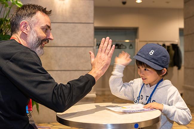 革新的な体験型英語学習施設、東京都英語村「TOKYO GLOBAL GATEWAY(TGG)」は、2019年8月1日(木)〜25日(日)まで小学生以上の子供たちを対象に英語体験を楽しめる夏休み特別プログラム「TGG Summer Festival 2019」を開催!英語を学びたいすべての子供たちを対象としたプログラムやイベントを当日受付(一部プログラムを除く)で楽しめます!