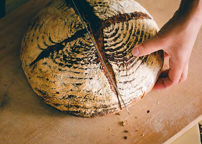音楽プロデューサー小林武史が代表を務める株式会社KURKKU(クルック)は2019年秋、千葉県木更津市にある30ヘクタールの広大な「耕す」農場を舞台に、これからの人や社会の豊かさを提案するサステナブル ファーム&パーク「KURKKU FIELDS(クルックフィールズ)」をオープン!「農業」「食」「アート」の3つのコンテンツを軸に消費や食のあり方を提案します。