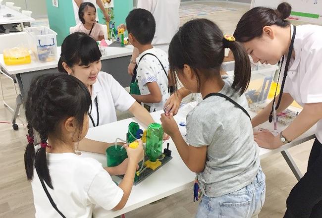 総合保育サービスを展開するパソナフォスターは、2019年夏休み限定の子供スクール『Miracle Kids Otemachi(ミラクルキッズ オオテマチ)』を7月29日(月)~8月2日(金)、8月19日(月)~8月23日(金)に実施!「STEM」「グローバルアクティビティ」「自由研究」「食育」「校外活動」など、子供が楽しみながら学べるさまざまなプログラムを実施!