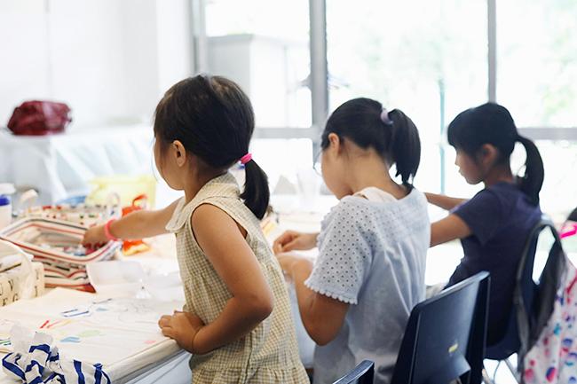2018年は2,500名以上が参加した、ものづくりが好きな子供のためのイベント「IID kids WORKSHOP 2019」が、2019年8月17日(土)・18日(日)IID 世田谷ものづくり学校で開催!工作教室を中心にさまざまなジャンルの「ものづくり」が揃ったワークショップが並び、夏休みの自由研究にもぴったりなイベントとして、たくさんの子供たちが参加する大人気のイベントです。