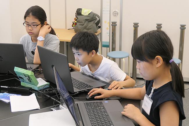 一般社団法人イエローピンプロジェクトは2019年8月10日(土)、夏休みイベント「プログラミングで海のSDGs!」を横浜情報文化センターで開催!海をきれいにするための「海洋プラスチックごみ調査船」をプログラミングで組み立てます。