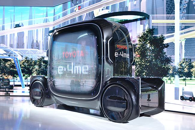ゆったりとした空間を持つトヨタの1人乗りモビリティ「e-4me」(第46回東京モーターショー2019)