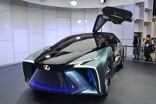 レクサス初の電気自動車となるEVコンセプト「LF-30 Electrified」が世界初披露!(第46回東京モーターショー2019)