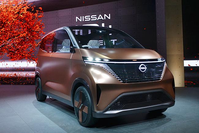 日産が世界初公開した小型EVコンセプトカー「IMk」(第46回東京モーターショー2019)