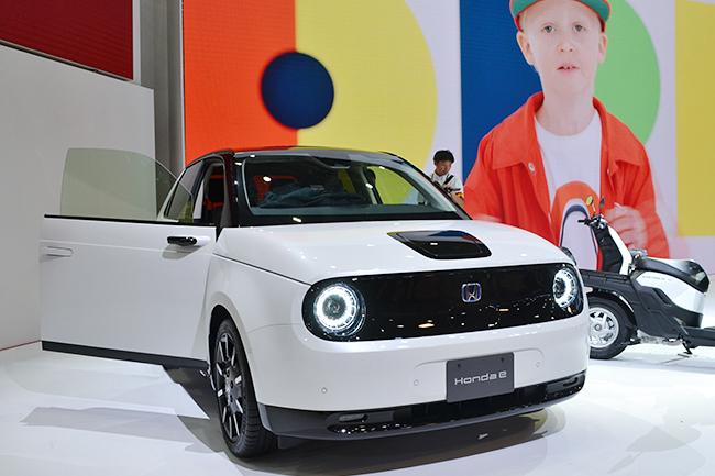 2020年に発売される都市型EVコミューター「Honda e」。2017年に開催された「第45回 東京モーターショー」で発表された「Urban EV Concept」の市販型(第46回東京モーターショー2019)