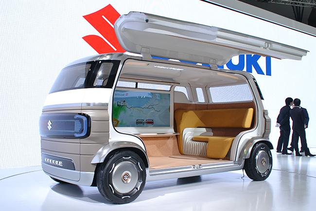 """家の """"離れ"""" のように居住空間の延長をイメージした、その名もスズキ「HANARE」。ステアリングのないモバイルルーム型の自動運転車(第46回東京モーターショー2019)"""