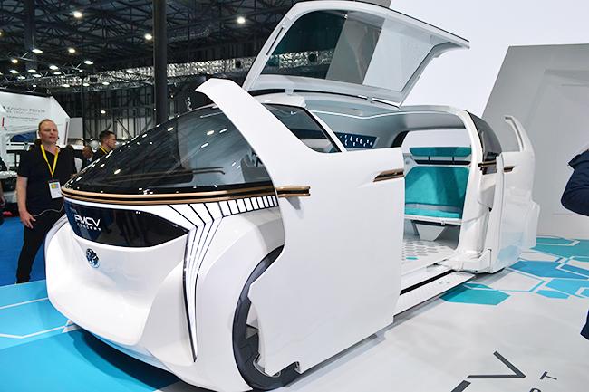 最大7人まで乗れる未来のミニバン、トヨタ車体の「グランエース」が世界初公開!(第46回東京モーターショー2019)
