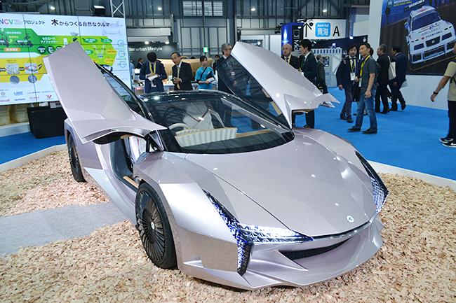 こちらも環境省のコンセプトカー。植物由来の次世代素材CNF(セルロースナノファイバー)を使用している「NCV(ナノ・セルロース・ビークル)」(第46回東京モーターショー2019)