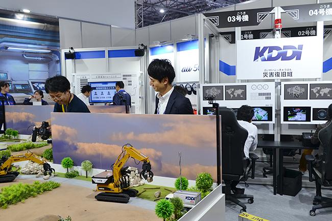 ショベルカーを遠隔操作で動かし災害復旧を体験できるKDDI。5Gの通信環境が整えば実現する(第46回東京モーターショー2019)