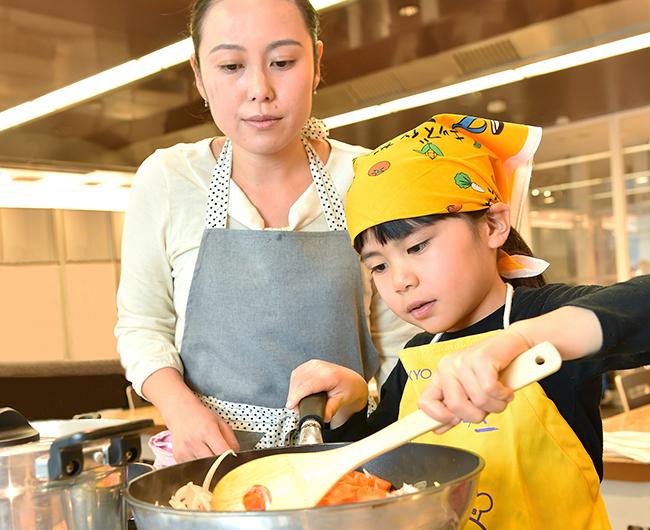 東京ガスは2019年11月・12月、クリスマスパーティーにぴったりな料理教室を開催!「親子向け」と「子ども向け」があり、11月開催分は2019年10月1日(火)から、12月開催分は2019年11月1日(金)から申し込みを受け付けます。