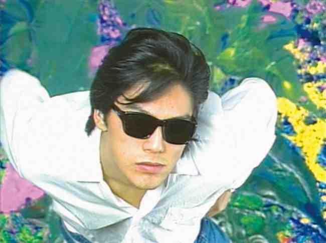 デビュー当時から20代前半のライブ映像と貴重な映像記録で構成された『尾崎豊を探して』が2020年1月3日(金)~16日(木)全国公開!『卒業』『I LOVE YOU』『シェリー』『15の夜』、いまも宝石のような輝きを放つ尾崎豊の歌は何を伝えようとしていたのか。
