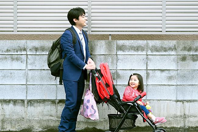「とんび」「流星ワゴン」など、大切なものを失った家族が再生していく姿を描いてきた作家・重松清の小説「ステップ」が満を辞して映画化! 2020年7月17日(金)全国公開!山田孝之が初のシングルファザー役、娘を育てながら自身も成長していく物語。映画『ステップ』の感想。