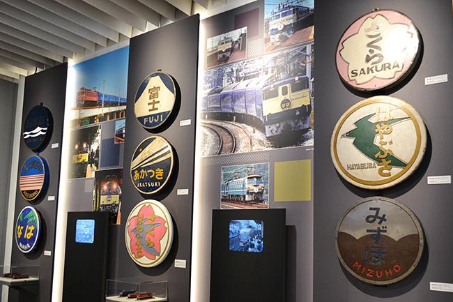 JR7社や東京メトロなど全国の鉄道会社が全面協力している大型企画「特別展 天空ノ鉄道物語」が、2019年12月3日(火)から六本木ヒルズ森タワー52階、森アーツセンターギャラリー&スカイギャラリーにて開催!通常は見られないレア物を展示! 鉄道ファンとして知られる中川家の礼二さん、松井玲奈さんがアンバサダーとして登場!見どころ、大興奮した展示物を紹介!