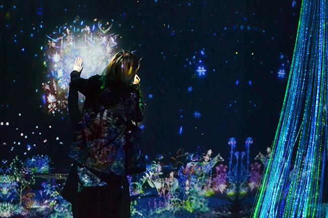 表参道に幻想的なホワイトクリスマスが体験できるSoftBank presents「SNOW FANTASIA DIRECTED BY NAKED」(スノーファンタジア ディレクテッド バイ ネイキッド)が2019年12月25日(水)まで表参道Rスタジオで開催!