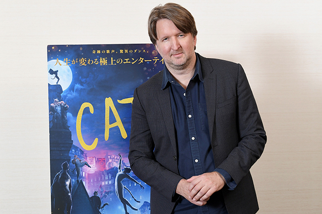 世界中で愛され続けるミュージカルの金字塔を映画化した『キャッツ』が2020年1月24日(金)に公開!監督は『英国王のスピーチ』『レ・ミゼラブル』のトム・フーパー監督。映画『キャッツ』のダンスや歌をはじめとする見どころ、込めた想い、夢の叶え方についてインタビュー!映画『キャッツ』は子供たちにも響く、家族で観てほしくてつくった作品。
