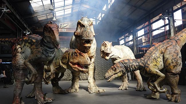 リアルな恐竜が襲いかかってくる体験型ライブエンターテインメント「DINO SAFARI 2020(恐竜ライブ ディノサファリ)」が、2020年4月24日(金)~5月9日(土)のゴールデンウィークに渋谷ヒカリエで開催!恐竜の世界に没入する、子供と楽しめる想像をはるかに超えたライブ体験!