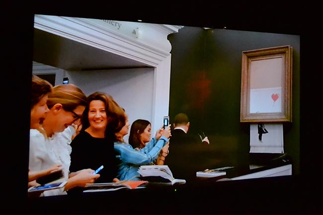"""2020年9月27日(日)までアソビルで開催中の「BANKSY展 GENIUS OR VANDAL? バンクシー展 天才か反逆者か」に行ってきた!シュレッダー事件の「GIRL WITH BALLOON(風船と少女)」をはじめ、過去最大級の規模で開催!""""バンクシーは何者なのか?"""" に迫る。"""