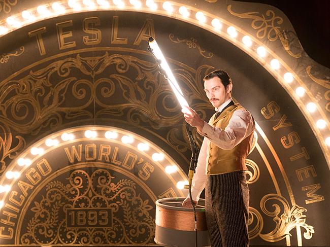 """世紀の発明王トーマス・エジソンが、カリスマ実業家ジョージ・ウェスティングハウスや新進気鋭の科学者二コラ・テスラと壮絶なビジネスバトルを繰り広げた """"電流戦争"""" を描く『エジソンズ・ゲーム』が、2020年6月19日(金)に全国公開!『エジソンズ・ゲーム』の映画紹介。"""
