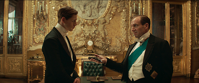 スタイリッシュな英国紳士がド派手で超過激なスパイアクションを繰り広げる大人気シリーズ『キングスマン』の最新作『キングスマン:ファースト・エージェント』が、2021年2月11日(木・祝)全国公開!監督は全シリーズを手がけるマシュー・ヴォーン。シリーズ最高峰のバトルが勃発!映画『キングスマン:ファースト・エージェント』の映画紹介。