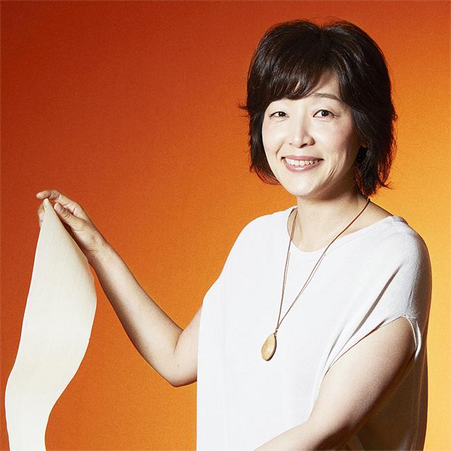高級車ブランド「LEXUS(レクサス)」は、「LEXUS NEW TAKUMI PROJECT」に参加した伝統工芸の若き「匠」たちとともに、お子さんを対象とするオンラインワークショップ「Lexus Summer Workshop ~once in a summer time~ 子ども達へ贈る、日本各地の友達やモノづくりの匠との一期一会の体験」を、2020年8月〜9月に4回開催。第一回は『「吉野の手すき和紙」で作るランプ』。ただいま参加者募集中!