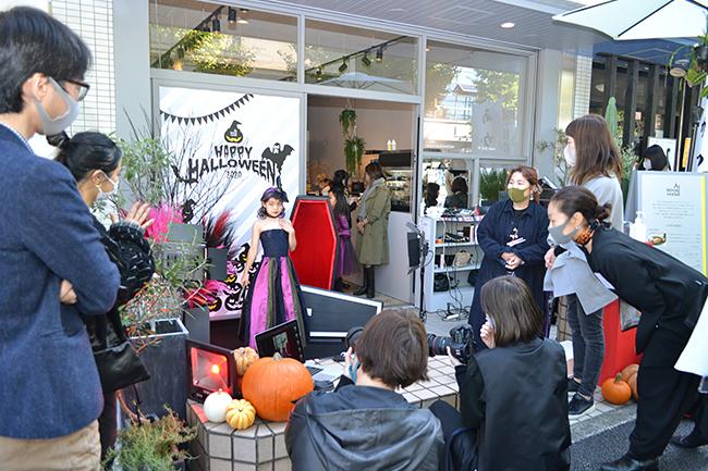 横浜港南区丸山台でキッズ向けアートワークショップを開催しているカフェ&セレクトショップ「AT WHAT MARKET(アットワットマーケット)」で2020年10月31日(土)、「衣装デザイナーになろう!」で、子どもたちが自ら制作したハロウィン衣装のお披露目撮影会が開催!