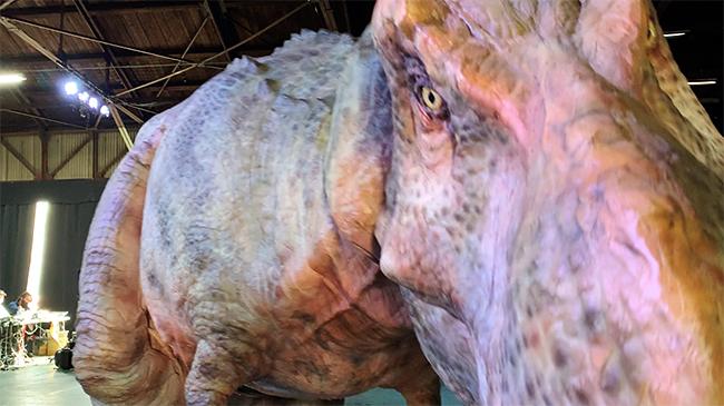 """恐竜のいた時代にタイムスリップしたかのような恐竜体験ができる「DINO SAFARI(ディノサファリ)""""特別編""""」が、2021年4月24日(土)〜5月9日(日)のゴールデンウィークに渋谷ヒカリエで開催!公演を2週間後に控えた4月16日(金)稽古の様子を取材、その様子をレポート!"""