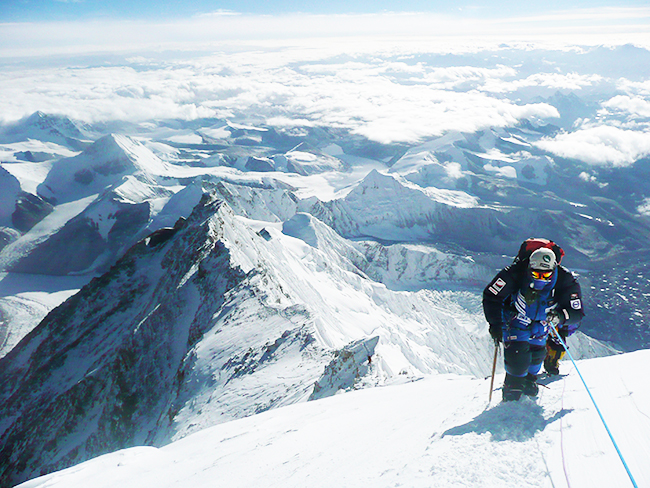世界最年少(当時)で世界七大陸最高峰登頂に成功した世界的アルピニストの野口健さんが、ネパールでの学校づくり、エベレストや富士山のゴミ拾い、東北、熊本地震の被災地支援などの活動を通して、子どもたちに伝えたいことをまとめた書籍『登り続ける、ということ。』を上梓。よりよく生きるために、子どもたち、親子に必要なことをインタビュー!娘、絵子さんの子育て、親子で登山についてもお伺いしました。