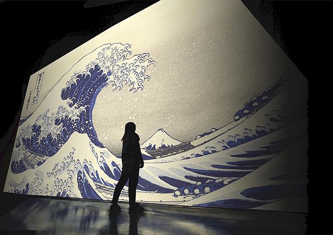 日本の伝統と先進が織りなす新感覚デジタルアート展『巨大映像で迫る五大絵師』 −北斎・広重・宗達・光琳・若冲の世界− が、2021年7月16日(金)〜9月9日(木)の全56日間、大手町三井ホールにて開催!巨大スクリーンによる大スペクタクルを展開!